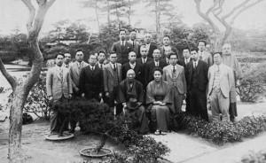 松商教員と長次郎夫妻(温山荘昭和11年)